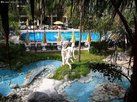 Yetkin Club Hotel: jardins