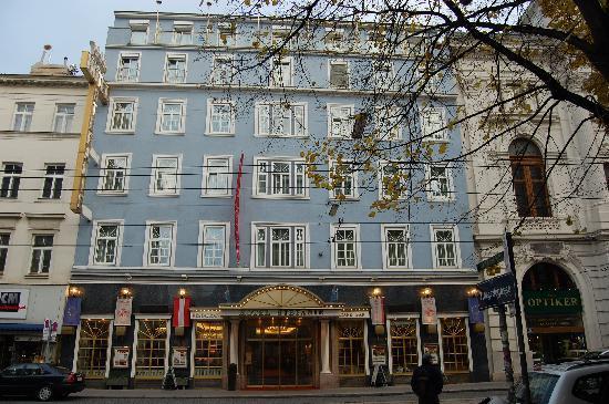 Hotel Stefanie: facciata albero