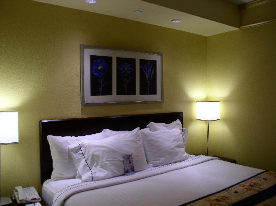 SpringHill Suites Greensboro: bed