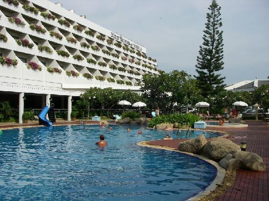 Cha-Am Methavalai Hotel: Pool
