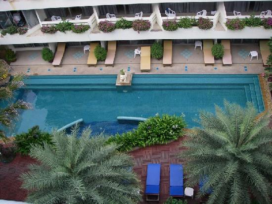 Cha-Am Methavalai Hotel: The other pool