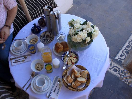 Riad Tizwa: Our breakfast