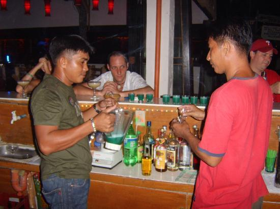 Bans Beach Resort: Best barmen at Bans