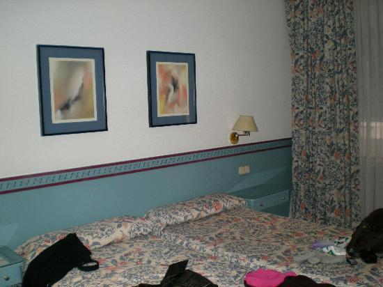 Los Jeronimos: La habitación.