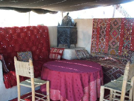 Jnan El Harti : Lunch in a tent