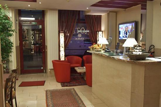 Hotel Admiral Geneva: Lobby area