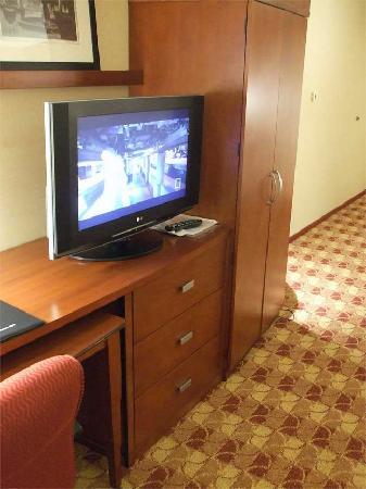 Courtyard Paso Robles: Flat Screen TV!
