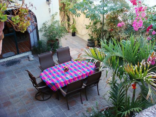 Casa Tuscany Inn: Courtyard
