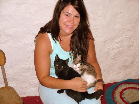 Thunder Valley Inn: Wife with Kittens