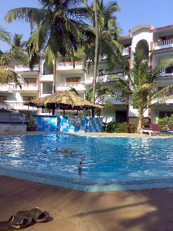 Resort Mellorosa: Clear Pool with Resort