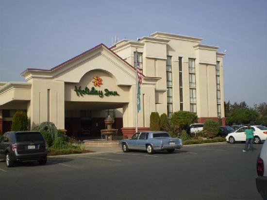 Wyndham Visalia: The front of the Hotel