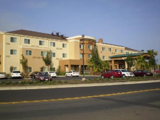 Courtyard by Marriott Merced: From the front