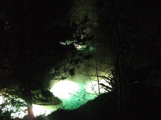Center Parcs Longleat Forest: Outdoor rapids at night