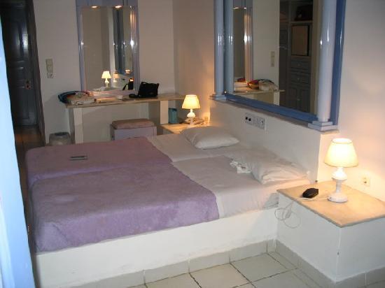 Serita Beach Hotel: chambre
