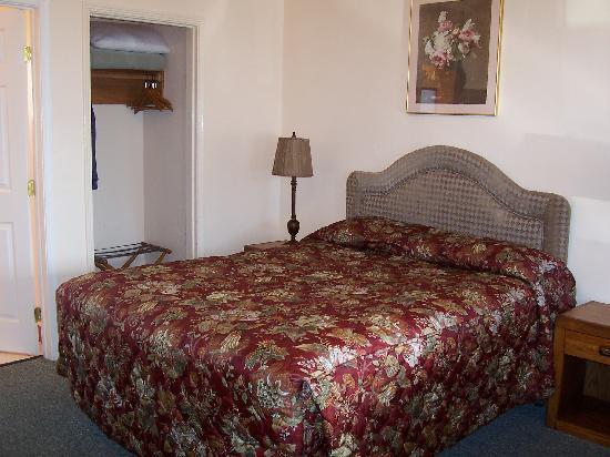 Peach Tree Inn : Bed