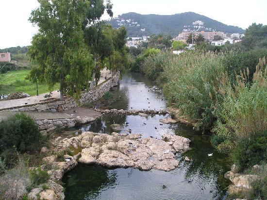 Hotel Tres Torres : river walk