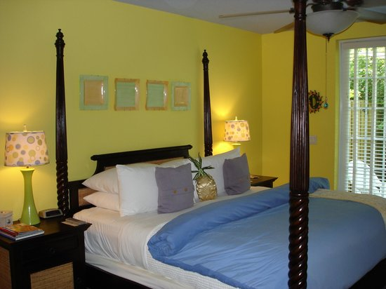 Pineapple Point Guest House and Resort: Bedroom Photo 1