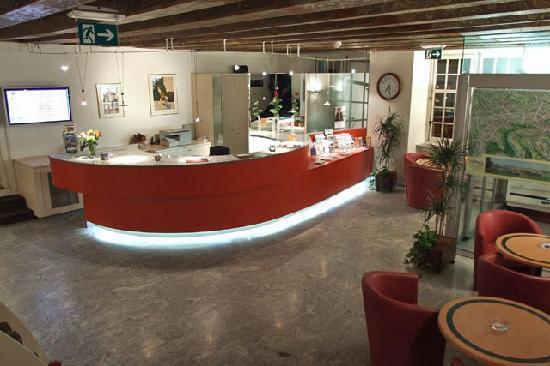 Hotel de la Rose : Reception/Lobby area