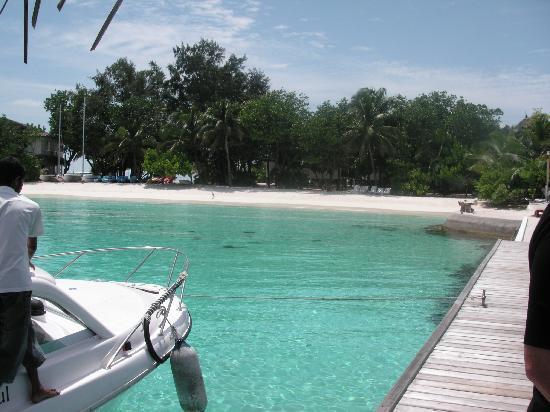 Jumeirah Vittaveli: arriving to island