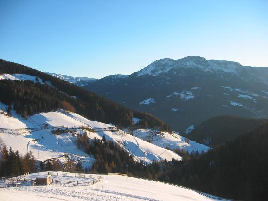 Haflingerhof: nearby valley