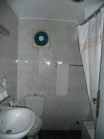 Cairo Khan Suites Hotel: One bathroom
