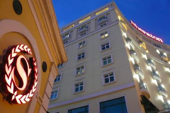 Sheraton Old San Juan Hotel: Sheraton from outside