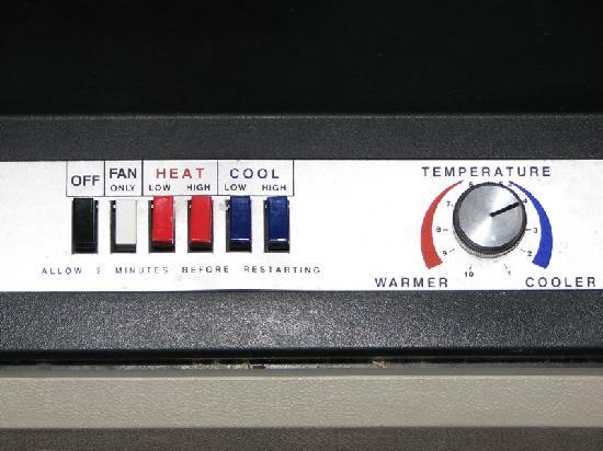 Holiday Inn Express and Suites Beatrice: Old school A/C controls
