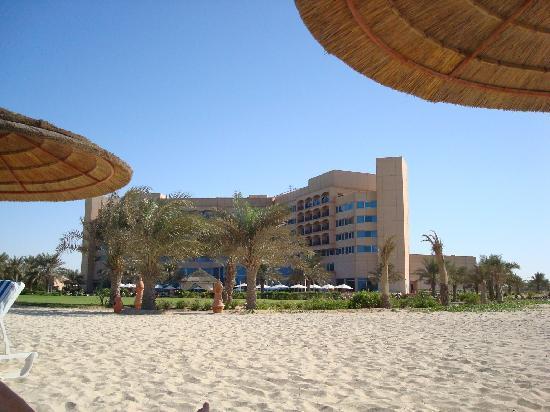 Danat Jebel Dhanna Resort: Aussenansicht vom Strand