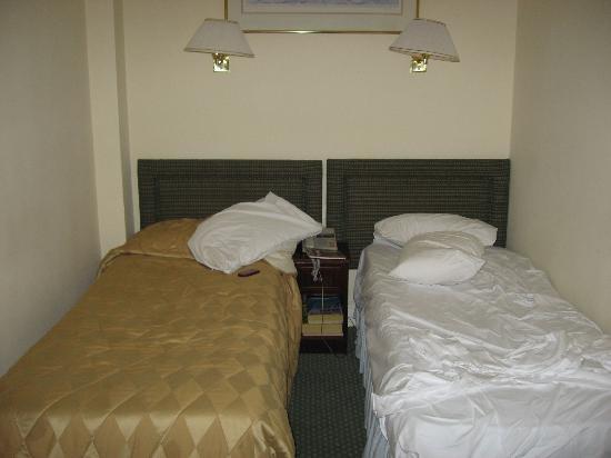 Astor Court Hotel: Bedroom