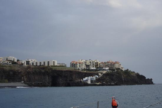 Orca Praia Hotel: Vew of Praia Fomosa Bay - round from Hotel