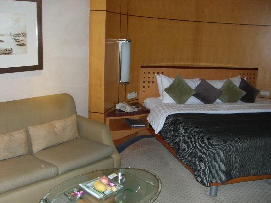 Makati Shangri-La Manila: standard room 2