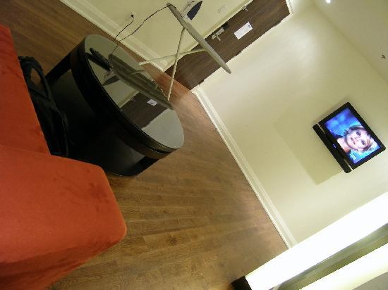 Sterling Inn & Spa : hallway/living room