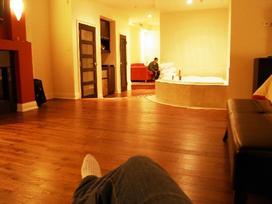 Sterling Inn & Spa: bedroom looking to the hallway