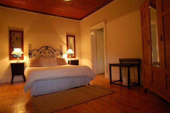Swartberg Country Manor: Bedroom in historic building