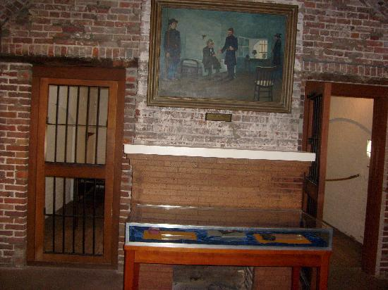 Fort Monroe's Casemate Museum: Display outside his cell