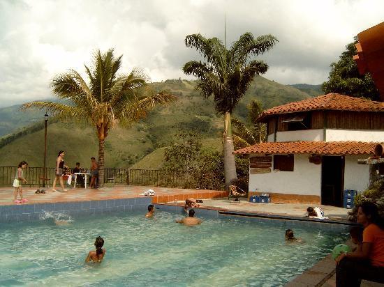 Agroturismo Cabanas Montes Los Tatuyes : Piscina