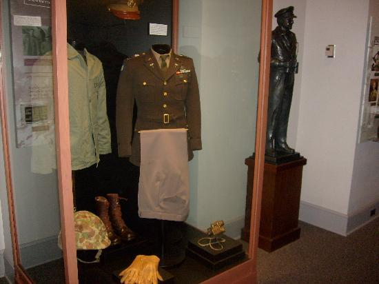 MacArthur Memorial: Exhibits