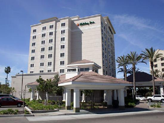 front of the hotel picture of holiday inn anaheim resort. Black Bedroom Furniture Sets. Home Design Ideas