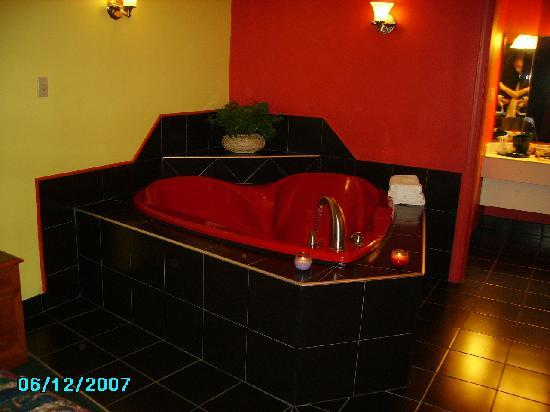 Days Inn Richmond: The heart-shaped jacuzzi tub (clean it yourself before getting in)!