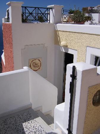 Villa Renos: The entrance of the hotel