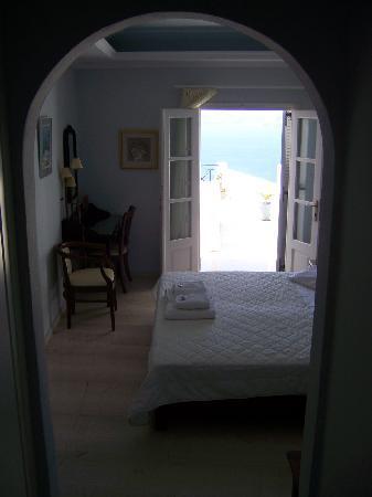 Villa Renos: Entering the room