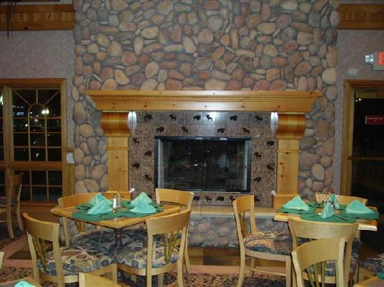 Holiday Inn Express & Suites Elko : Fireplace in Lobby