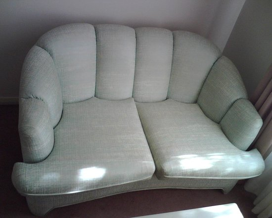 Beau Monde International - a boutique Hotel: Lime green sofa. Just look at this thing !