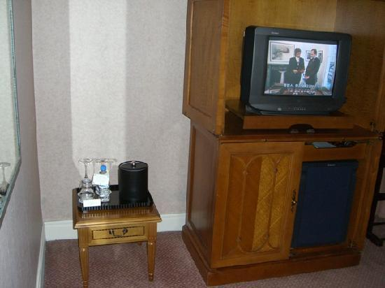 The Ritz-Carlton, Seoul: Small, old TV with limited channels. Dated furniture - tiny and very low ice table