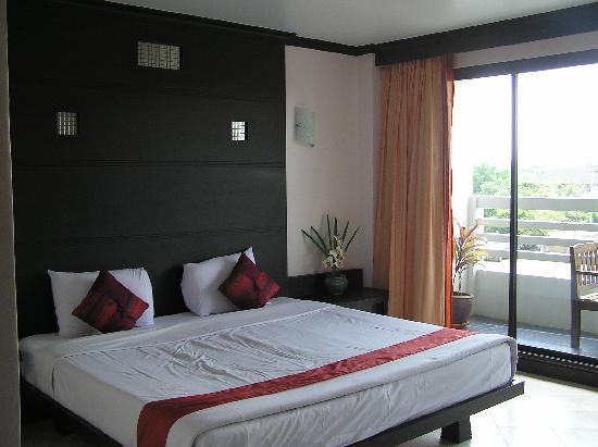 Huahin Loft Hotel : King size bed