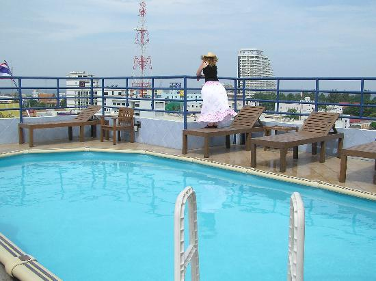 Huahin Loft Hotel: Roof top pool