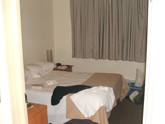 Pensione Hotel Sydney - by 8Hotels: The (tiny) deluxe room