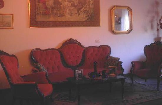 Villa Valview Holistic Retreat: The guest Lounge