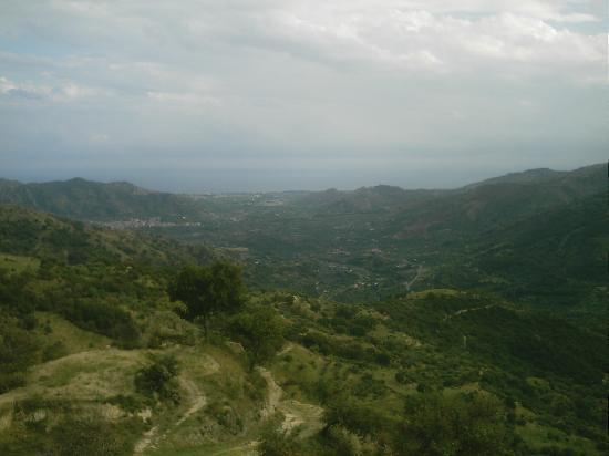 Villa Valview Holistic Retreat: The view down to Giardini-Naxos