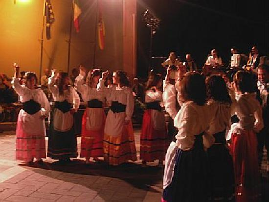 Villa Valview Holistic Retreat: The folklore show during the nut festival in Motta Camastra
